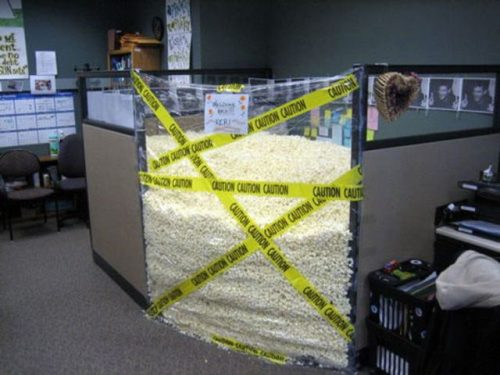 funny peanut packed cubicle prank