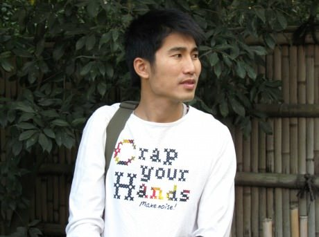 funny shirt worn by chinese man crap your hands make some noise