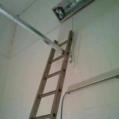 funny fail pics pole placment fail put pole up in between ladder