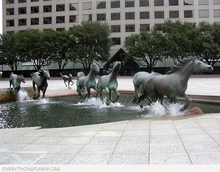 funny amazing photo sculpture horses running fountain