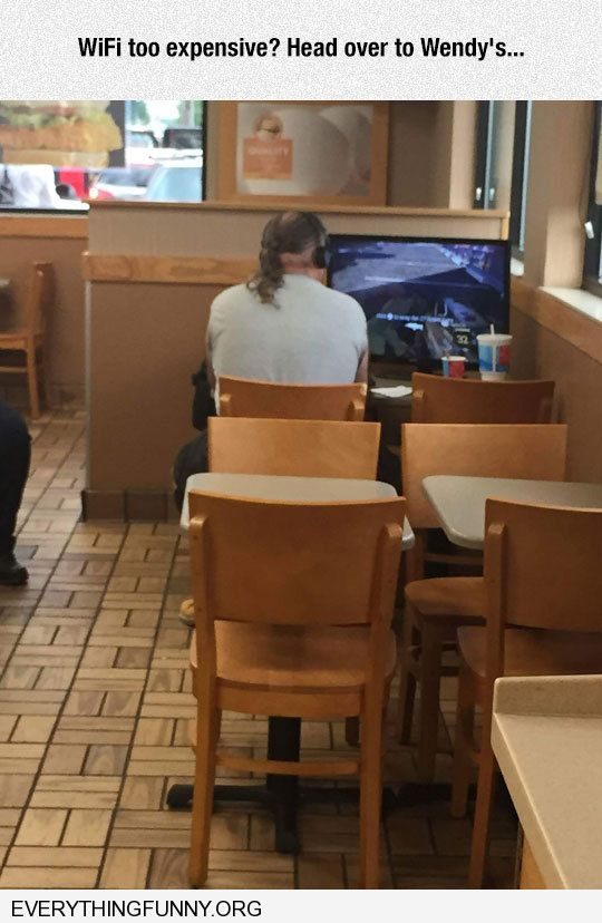 funny man bring large tv and video game to Wendy's for free wifi