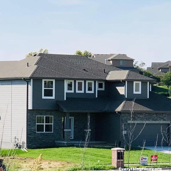 funny house windows design looks like it says poop, funny illusions, funny screwups,